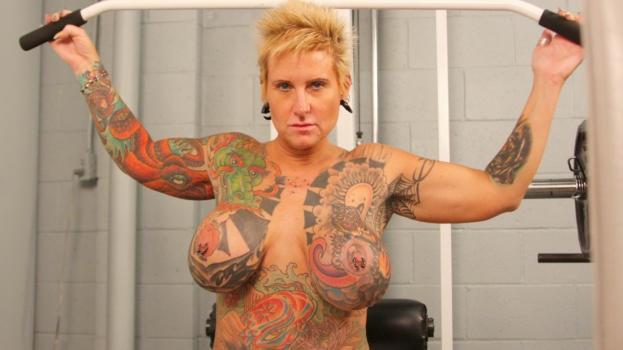 Tattooed and pierced babe BlackWiddow masturbates in jail cell