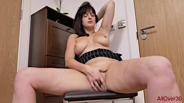 allover30200213jessiegmaturepleasure.jpg