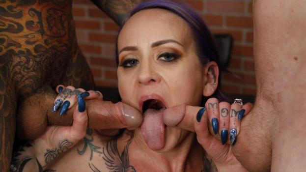 Tattu Mom First-Ever Solo Masturbation Scene
