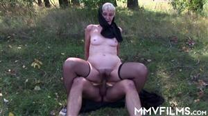 mmvfilms-20-02-17-isabella-countryside-with-granny-german.jpg