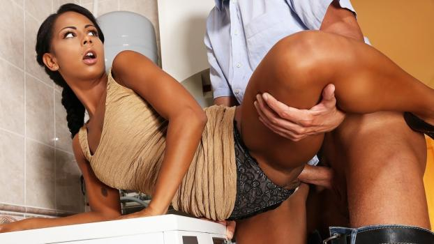Hot black babe caught masturbating_Sexyhub.com