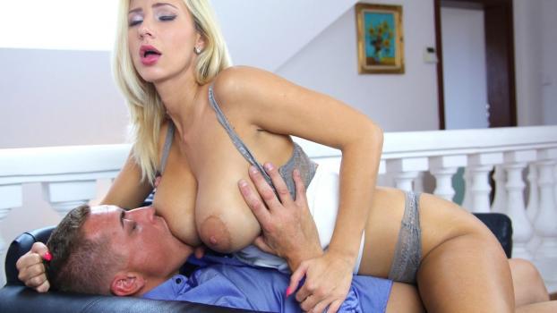 Romantic Fuck for Leggy Blonde MILF_Sexyhub.com
