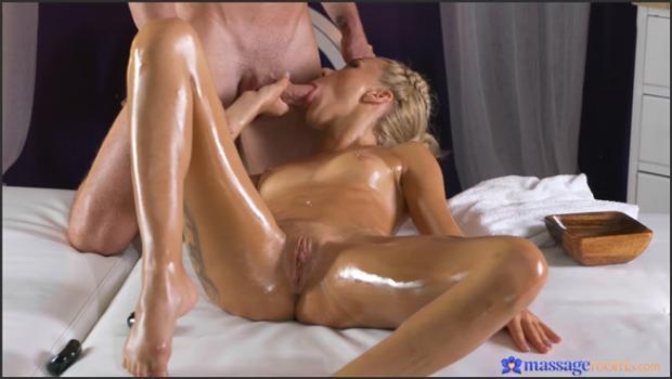 Horny blonde minx has orgasmic fuck_SexyHub.com