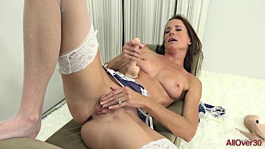 allover30-20-02-26-sofie-marie-mature-pleasure.jpg