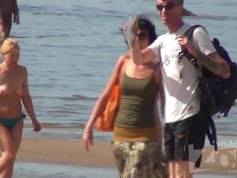 Nu1724# Slim brunette undressing and going to sunbathe slowly. Excellent footage nude beach voyeur