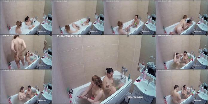 Two-lesbians-in-the-bathroom_1000532238