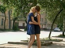 Anabell and Alice go home to make love